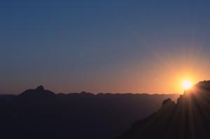 sunset-light-on-mountain-5052x3368_36745
