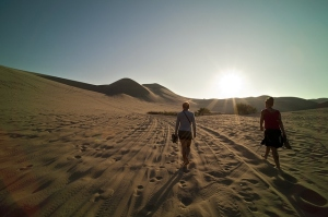 walking-on-desert-2508x1672_94667